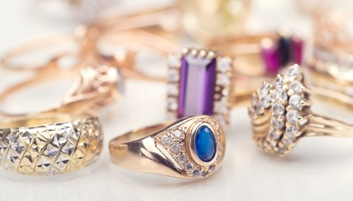 Collection of gold rings, diamonds, jewelry
